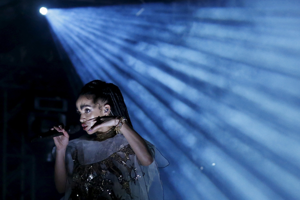 FKA twigs of Britain performs at the Coachella Valley Music and Arts Festival in Indio, California April 11, 2015. REUTERS/Lucy Nicholson - RTR4WZHT